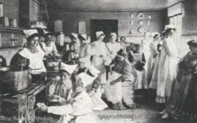Undervisning i køkkenet på Sorø Husholdningsskole