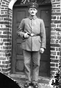 Soldat 1914 i døren