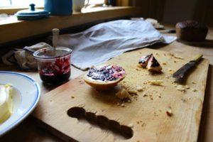 Solbærsylt og scones