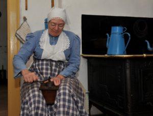 Jomfru Johansen på høkassen